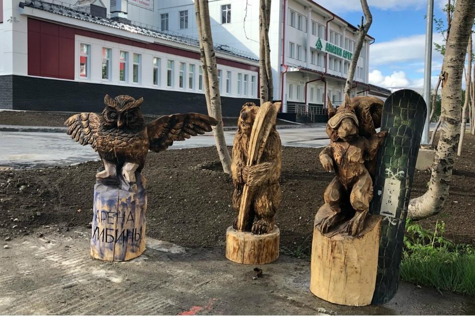 Сова, бедка и медведь уже привлекли внимание горожан. Фото: администрация Кировска