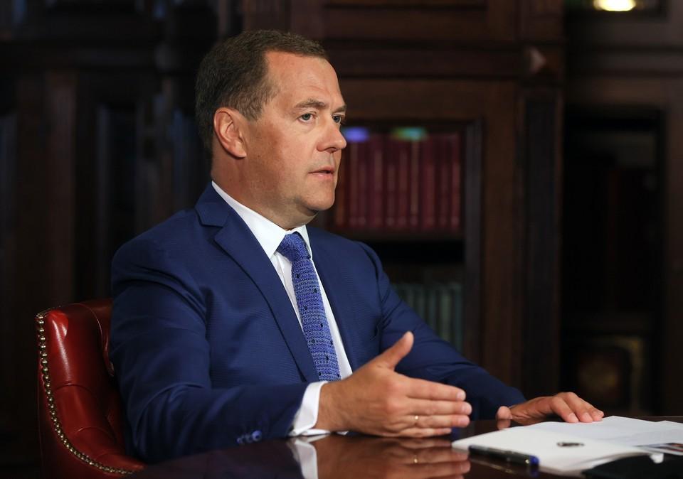 Дмитрий Медведев: Мне пишут: «в экономике при вас была стабильность», но пенсионную реформу припоминают до сих пор
