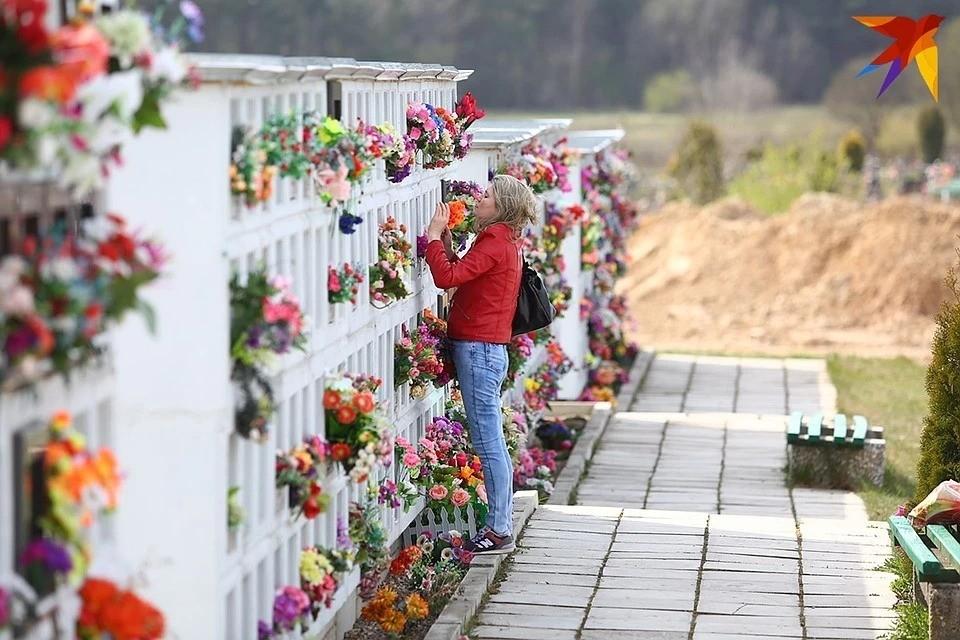 Люди месяцами ждали, пока будет захоронена урна с прахом близких или установлен памятник на могиле