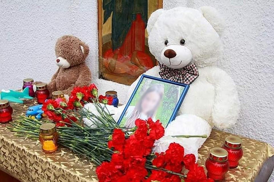 У собора образовался стихийный мемориал. Фото: Дмитрий Питерский, ВК