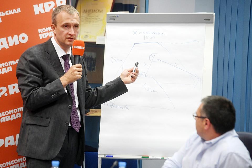 Андрей Курьяков показал на пресс-конференции, как были расположены палатки девяти туристов группы Дятлова