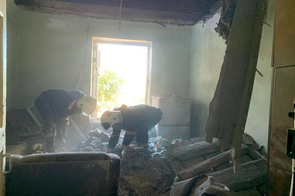 Стала известна причина обрушение потолка в жилом доме. Фото: МЧС по Новосибирской области