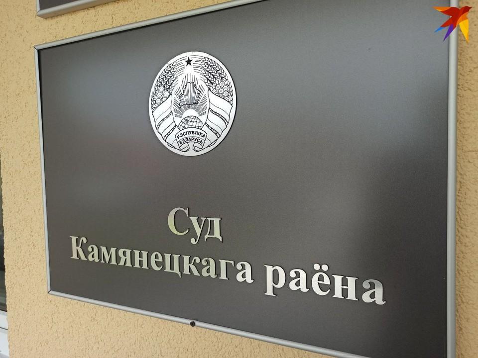 В суде Каменецкого района за убийство отца, который многие годы истязал семью, судят его 17-летнего сына.