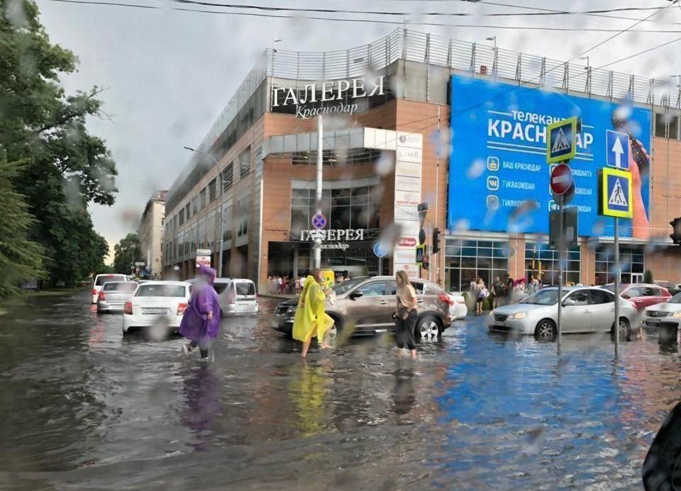 В центре Краснодара воды было по колено.
