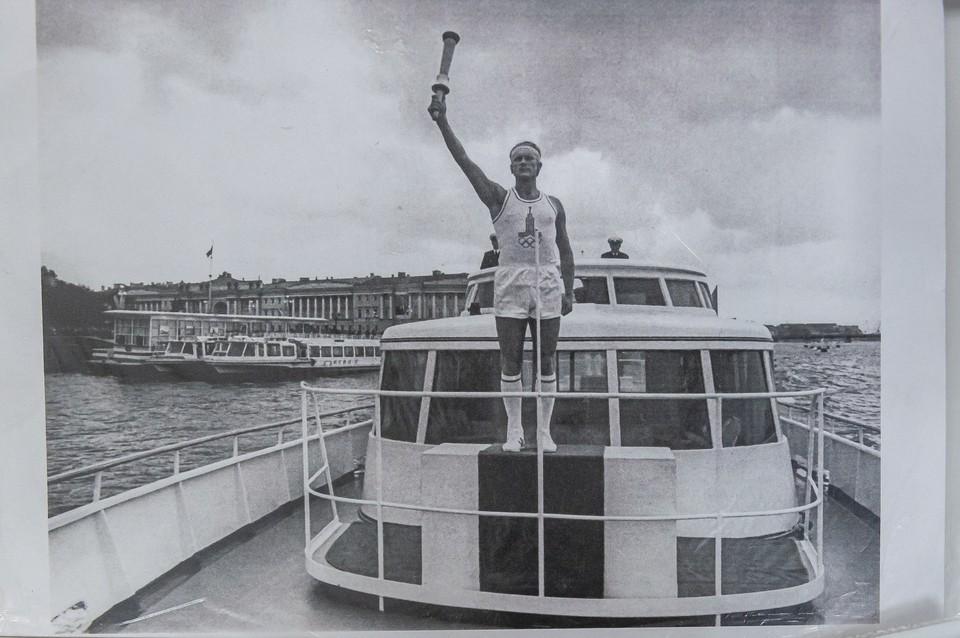 От Ленинграда до Греции Олимпийски факел преодолел 5 000 километров. Фото: Пересъемка Олега Золото