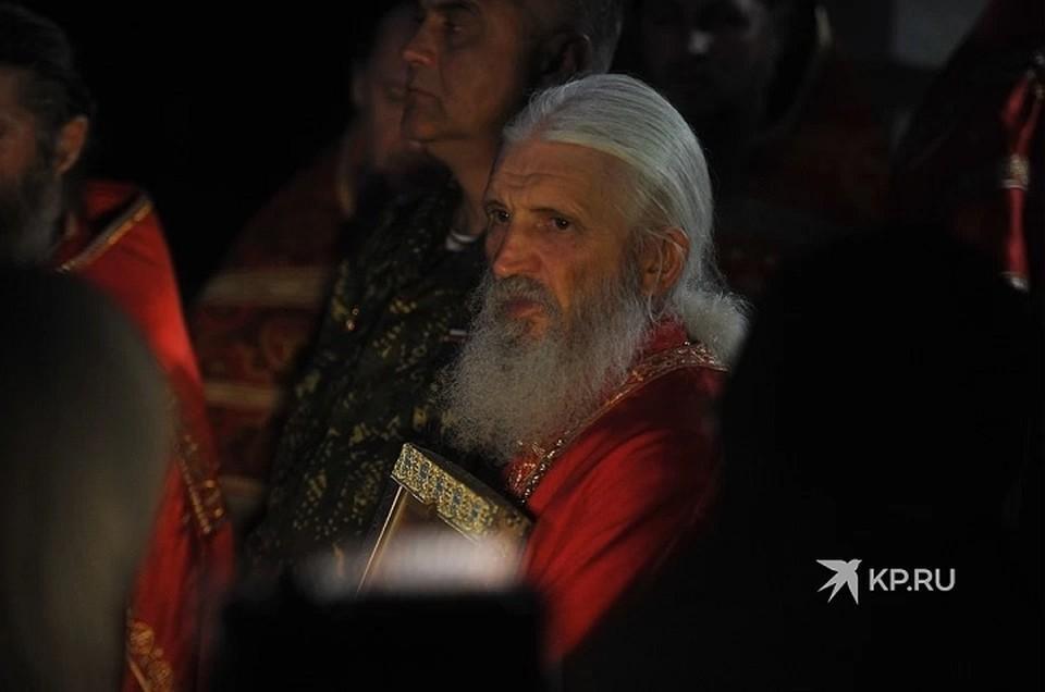 Схимонах запрещен с служении, однако ведет Богослужения в обители