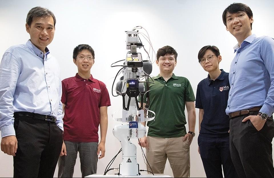 Разработчики считают, что роботы могут заменить человека на производствах Фото: www.nus.edu.sg