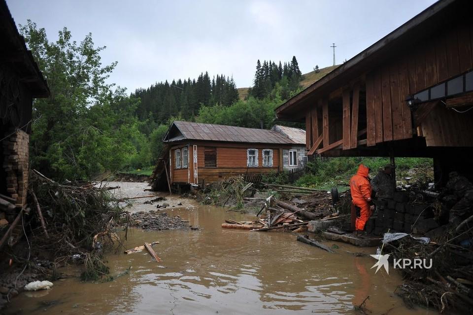 Три дома в Нижних Сергах были разрушены потоком воды.