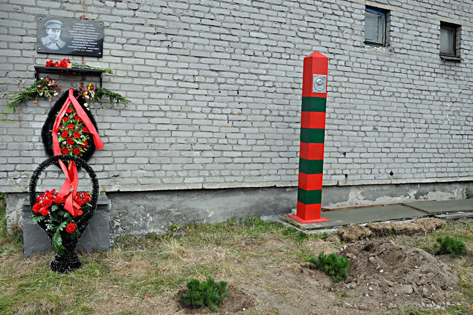 Спустя 78 лет на месвте гибели Грнигория Еленского открыли мемориальную доску. Фото: Геннадий Корчма