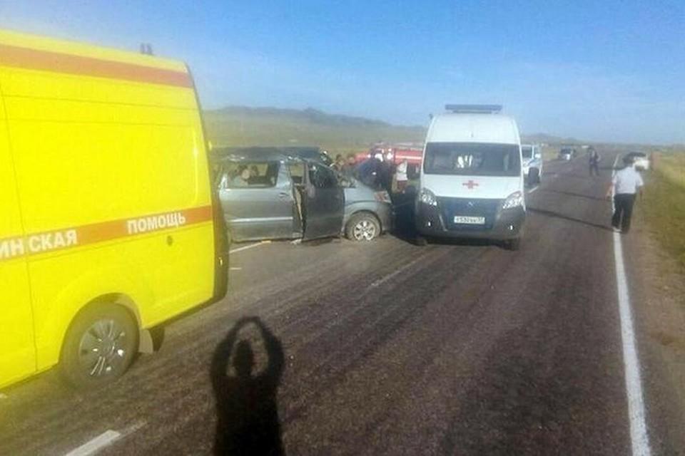 В Туве перевернулся автомобиль: пострадали 9 человек, погиб пятилетний ребенок. Фото: соцсети