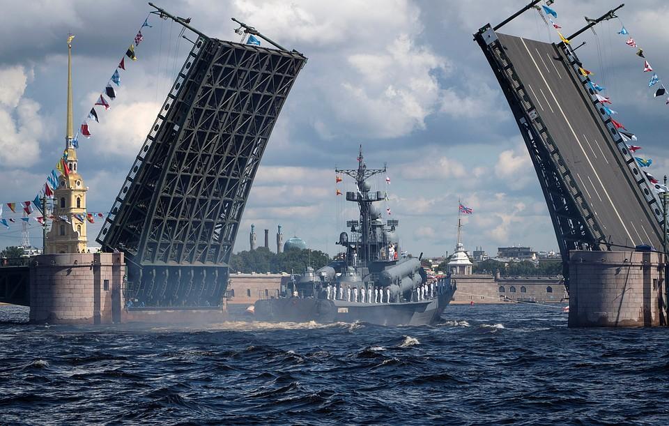 Что показал главный парад на День ВМФ: наш флот вылечился от дистрофии 90-х