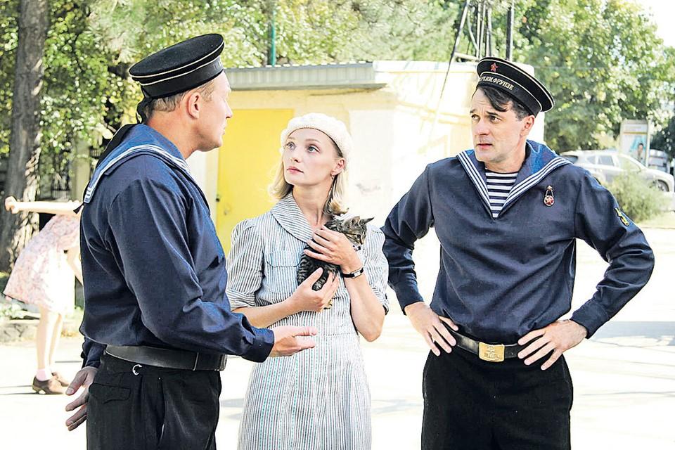 Павел Трубинер (справа), Екатерина Вилкова и Александр Кузьмин в сериале «Черное море». Фото: Кадр из фильма