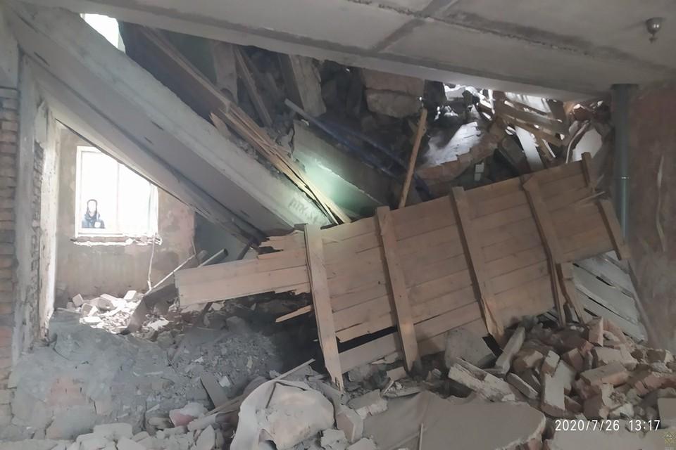 В Гомеле обрушилась конструкция четырехэтажного здания. Фото: МЧС Беларуси