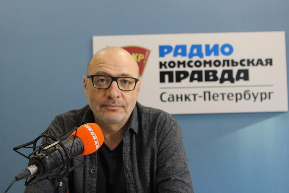 Руководитель школы «Апельсин» Дима Зицер.