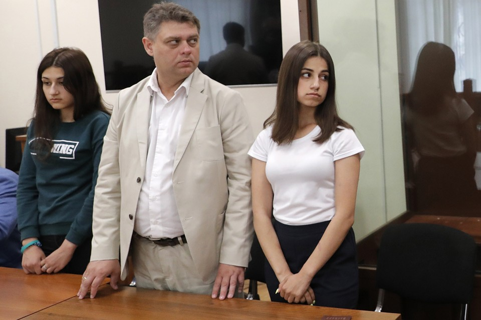 Дело сестер Хачатурян после двух лет расследований и доследований все-таки добралось до суда. Фото: Сергей Карпухин/ТАСС