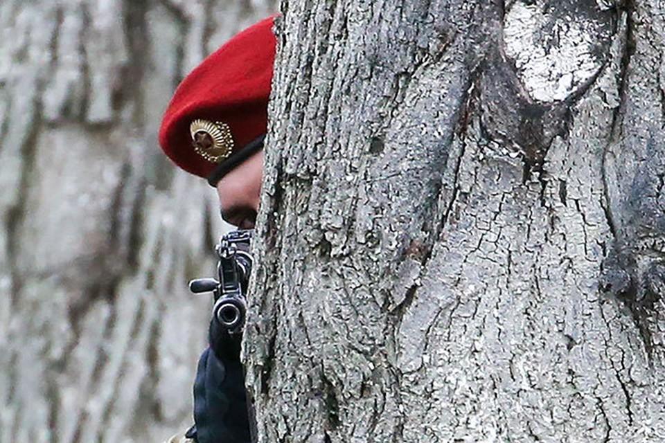 Сотрудники правоохранительных органов Беларуси под Минском задержали 32 боевика иностранной частной военной компании. Фото: Наталия Федосенко/ТАСС