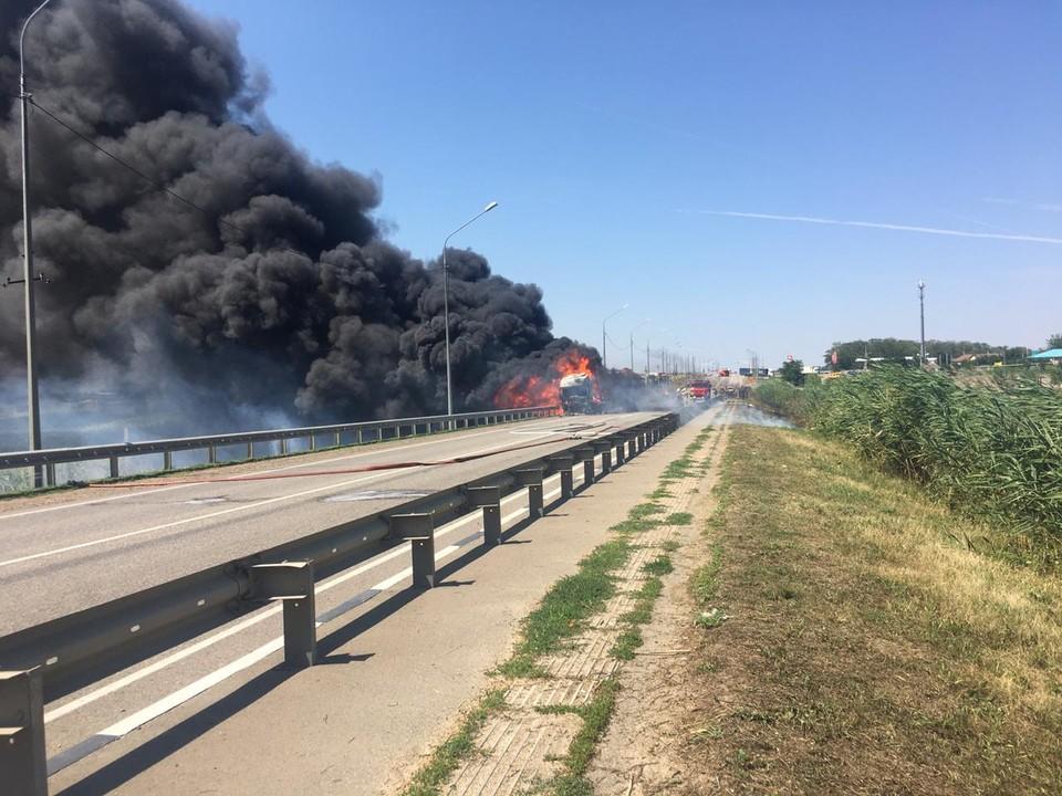 В Тихорецком районе сгорела фура.