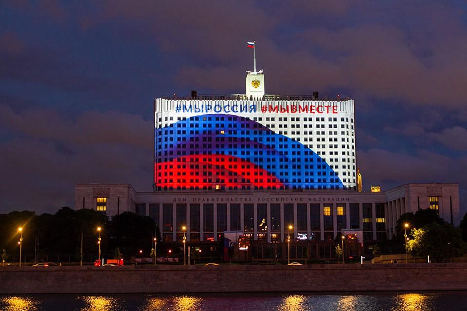 Российский Белый Дом капитально не ремонтировали 40 лет, в отличие от его американского «тезки», который благодаря постоянным реконструкциям стоит уже 200 лет.