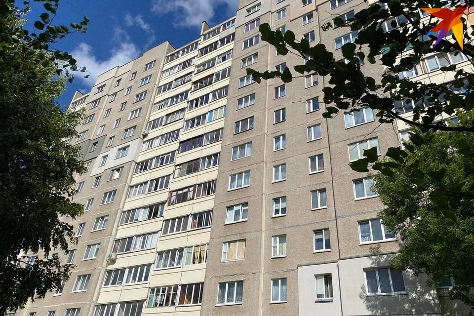В Жлобине из окна третьего этажа выпал двухлетний ребенок