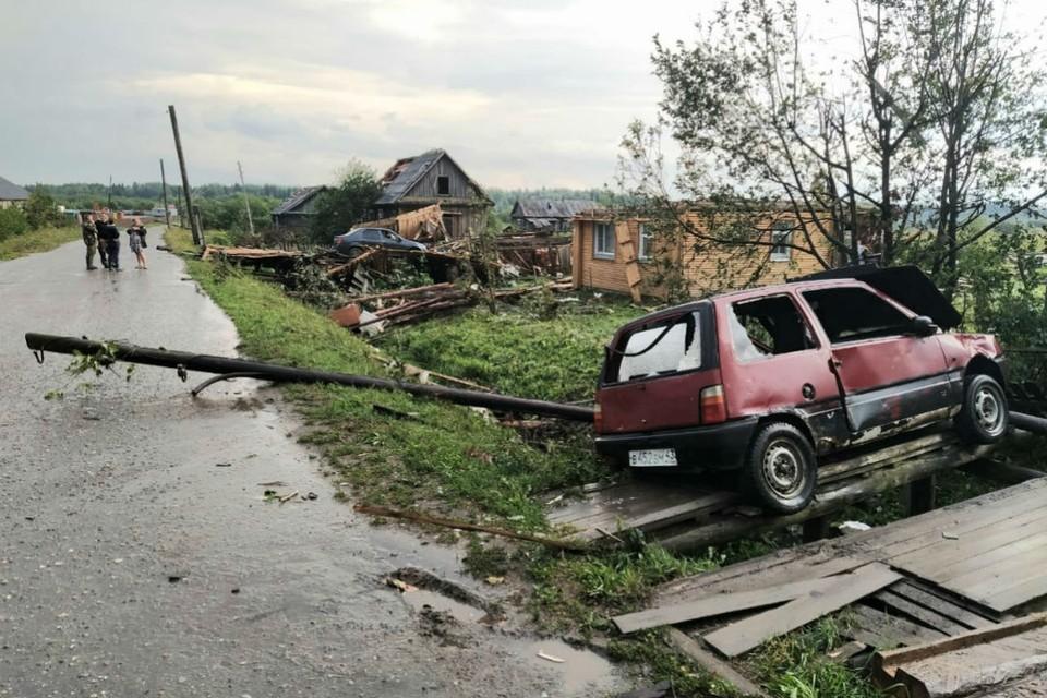 От разбушевавшейся стихии пострадал и транспорт. Фото: Татьяна Шумайлова, vk.com/etotkirov