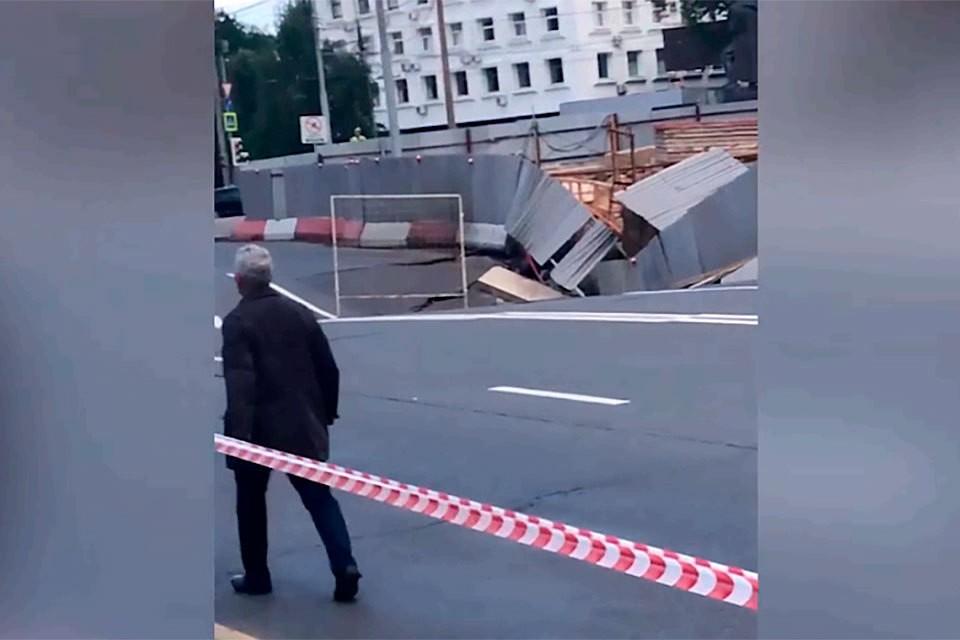 2 августа провалился асфальт посреди проезжей части проспекта Маршала Жукова