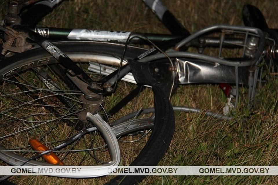 В Буда-Кошелевском районе машина такси сбила велосипедиста. Он скончался на месте. Фото: УВД Гомельского облисполкома