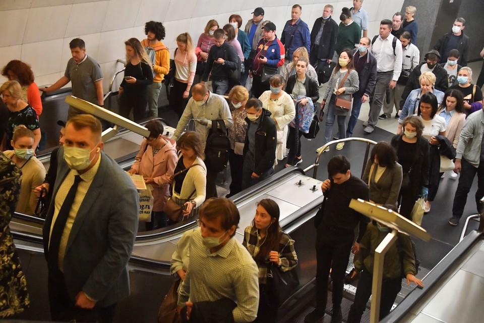 Пассажиров московского метро вновь начали штрафовать за отсутствие масок