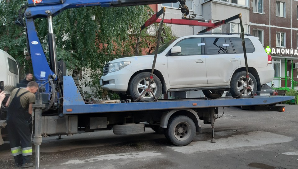 Для того, чтобы вернуть автомобиль забывчивому клиенту придется не только погасить долг, но и возместить расходы на услуги автоэвакуатора. Фото: «ЭнергосбыТ Плюс»