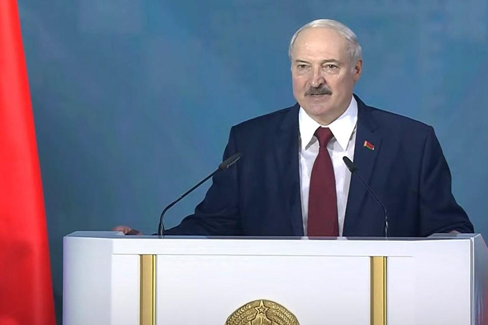 Александр Лукашенко поручил подготовить изменения к конституции Беларуси