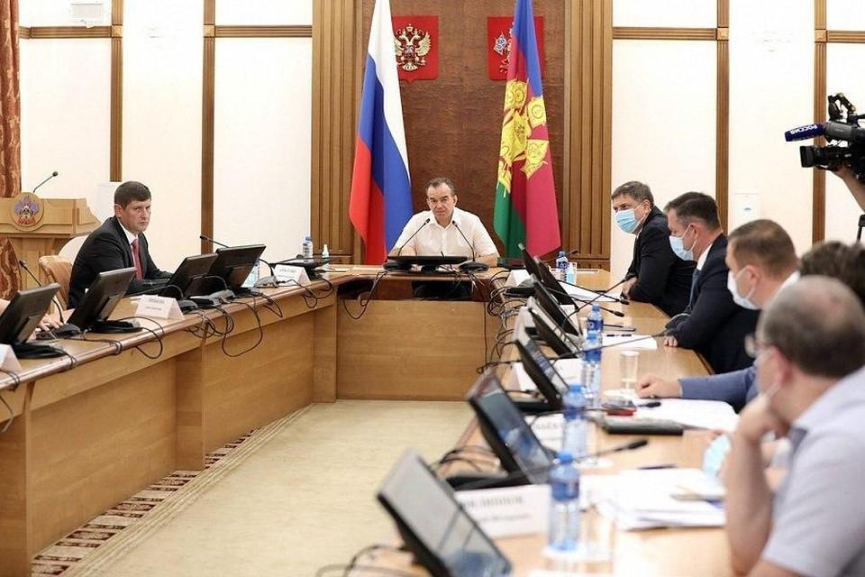 Глава региона Вениамин Кондратьев на совещании с правительством Краснодарского края.