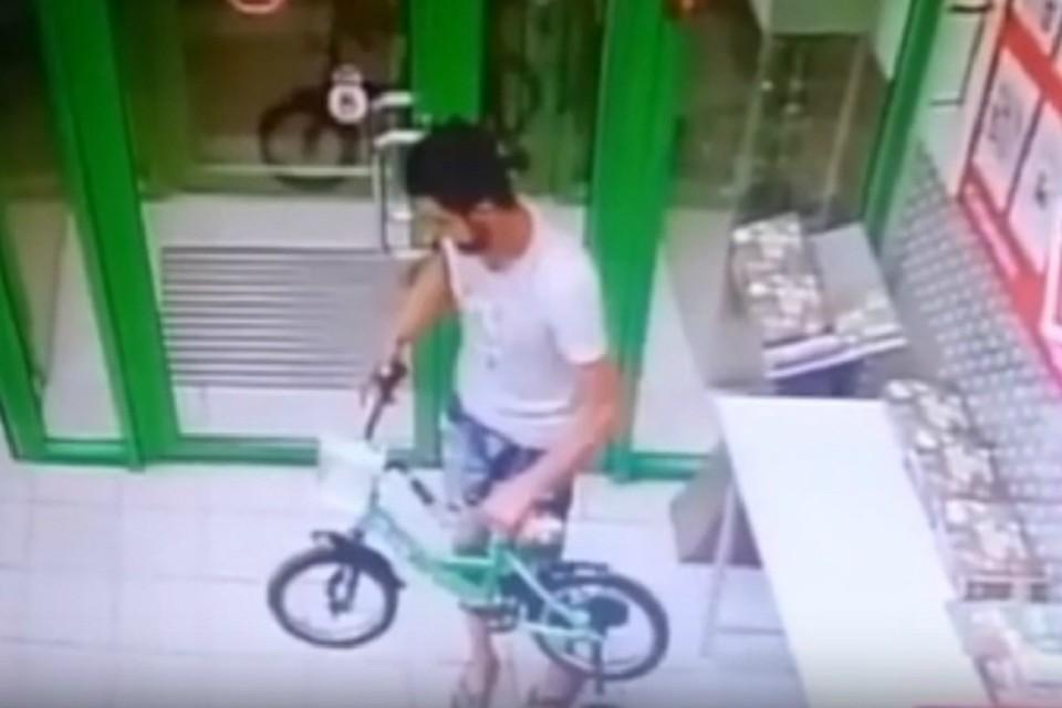 Злоумышленник в Ростове украл детский велосипед. Фото: соцсети