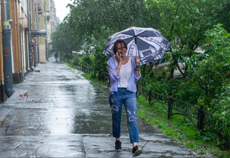 Солнечная погода меняется на дождливую.