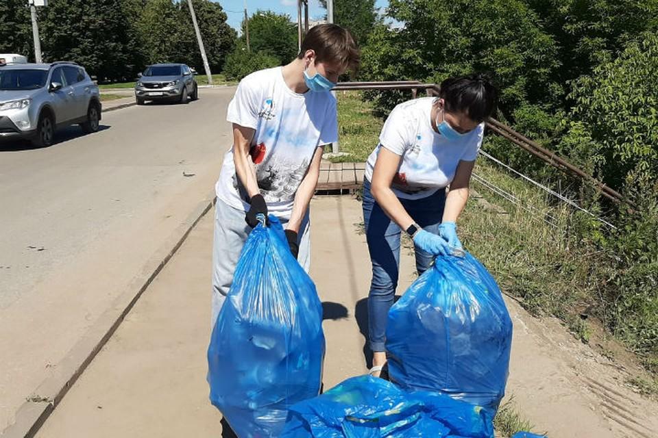 """На данный момент на набережной уже скошена трава, убран мусор. Фото предоставлено НРО """"Волонтеры Победы"""""""