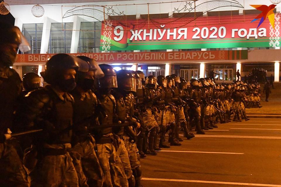 Разгоняли протестующих не только сотрудники ОМОН, но и бойцы внутренних войск, спецподразделения