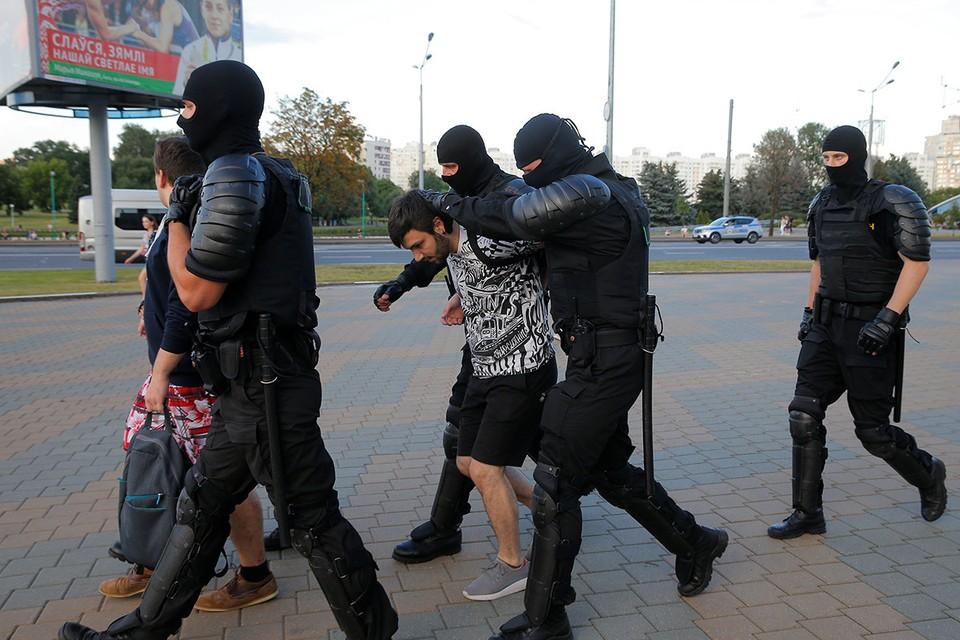 Первые задержания в центре Минска, вечер понедельника 10 августа.