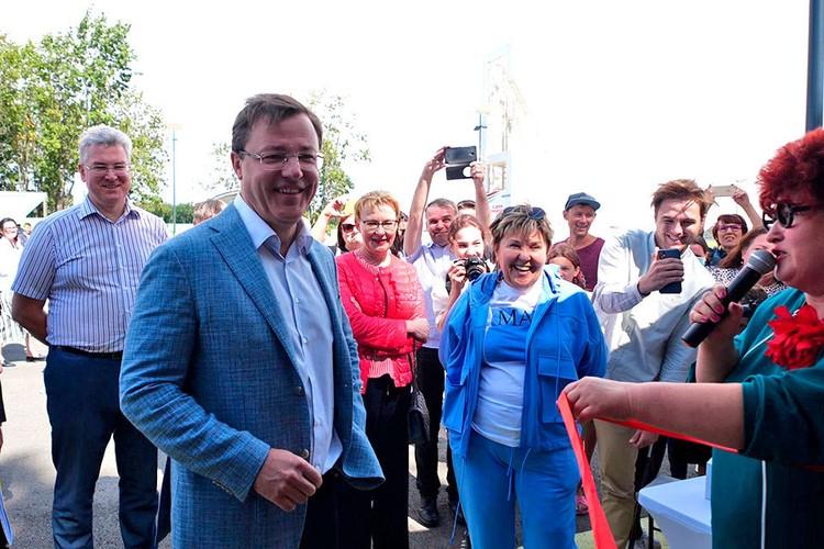 Глава региона Дмитрий Азаров поздравил строителей с профессиональным праздником.