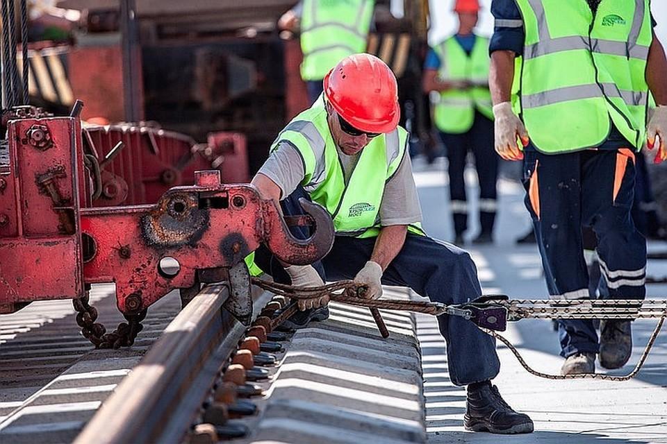 Ежедневно строители физически тяжело трудятся, чтобы всем остальным жилось легко и удобно.
