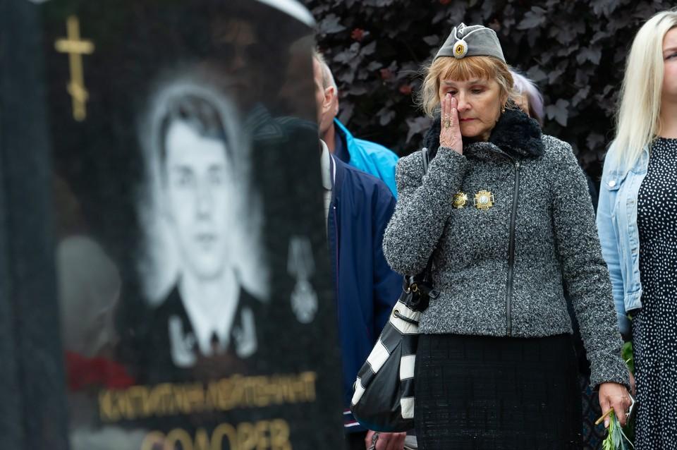 «Я ехала в Видяево к живому сыну»: В Петербурге почтили память моряков «Курска»