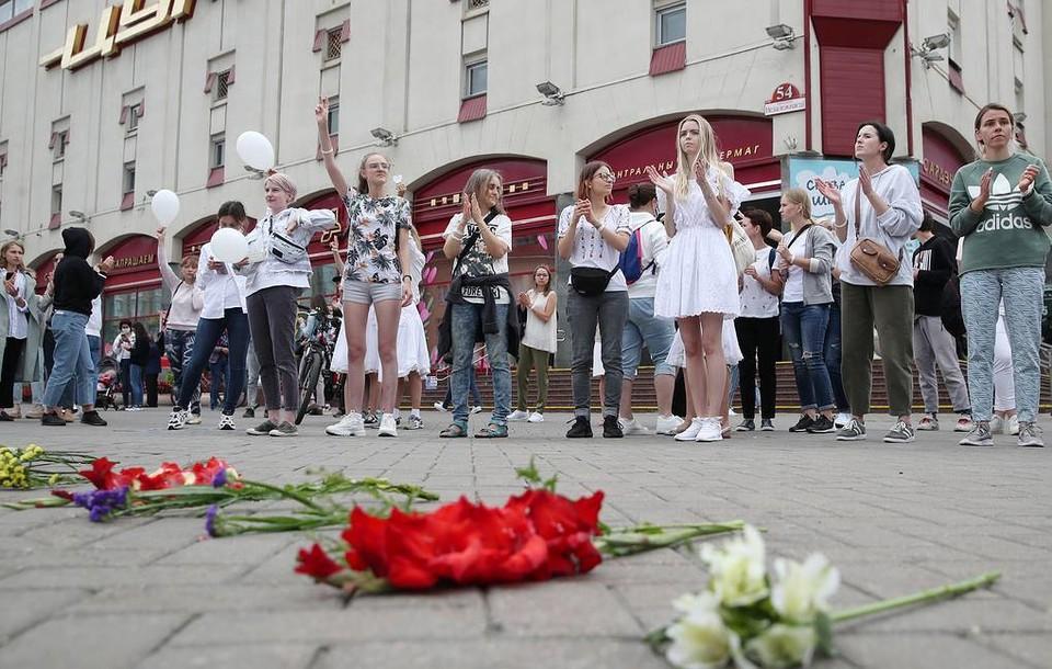 В городах Беларуси женщины выстроились в «цепочки солидарности». Фото: Наталия Федосенко/ТАСС