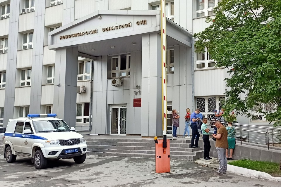 Спецслужбы выясняют, кто отправлял сообщения о минировании зданий. Фото: Михаил ДОКУКИН.