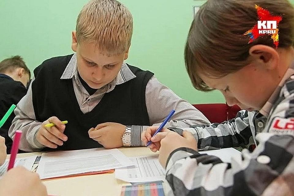 С 25 по 30 августа тестирование на COVID 19 пройдут все работники учебных заведений. Новый учебный год должен начаться в 1787 школах, детсадах и учреждениях дополнительного образования