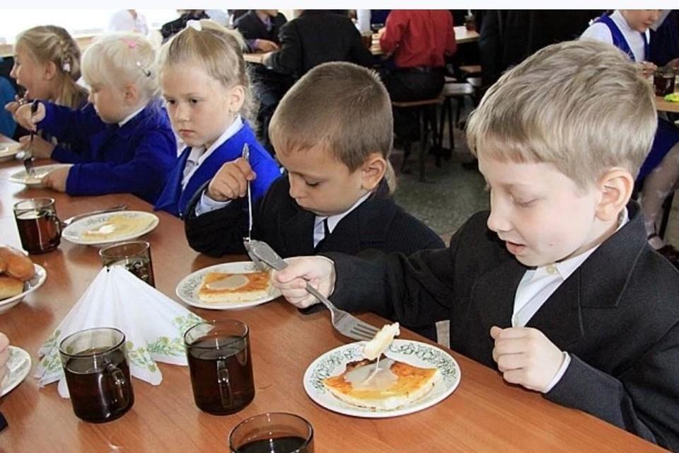 Школы Челябинской области готовы к горячему питанию учеников. Для малышей 1 - 4 классов обеды будут бесплатными.