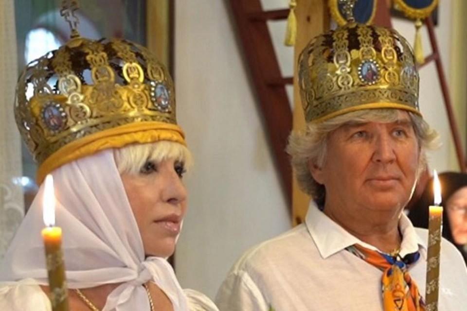 13 июля 2020 года — венчание Легкоступовой и Фирсова в Крыму. Рядом с Валентиной в этот день была ее мама.