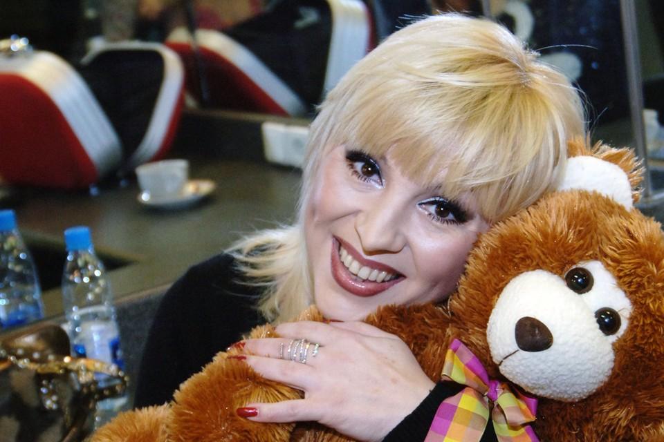 В конце 80-ых Валентина давала по 120 концертов в месяц. Ее «Ягода-малина» звучала из каждого утюга