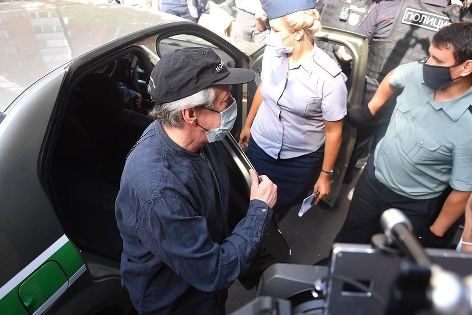Пашаев вызвал эксперта, который рассказал, что могло произойти с машиной актера 8 июня
