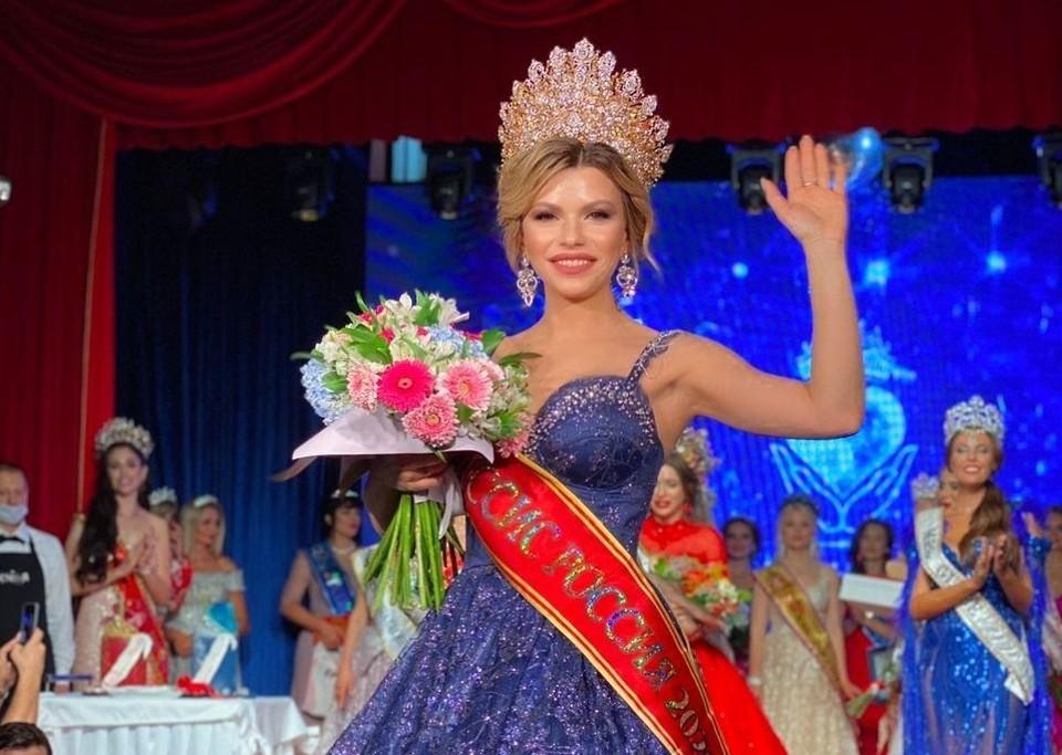 Победительница конкурса «Миссис Россия» — многодетная и успешная мама и Дарья Иванова. Фото — фонд «Планета женщин».