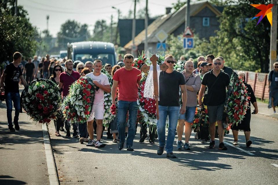В Жабинке простились с 44-летним Геннадием Шутовым. Фото: Иван ОНИЩИК