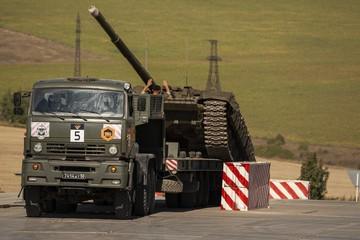 На КамАЗах по грязи и серпантину: в Воронежской области соревнуются военные водители