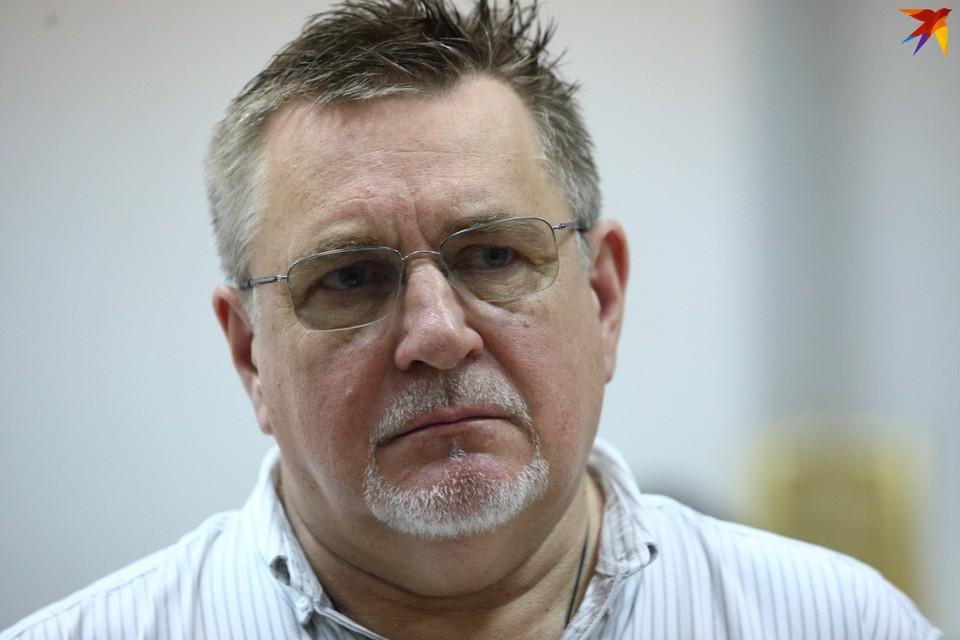 Надо признать, что Геннадий Давыдько стойко держался 2,5 часа в зале. где за него практически никто не голосовал.