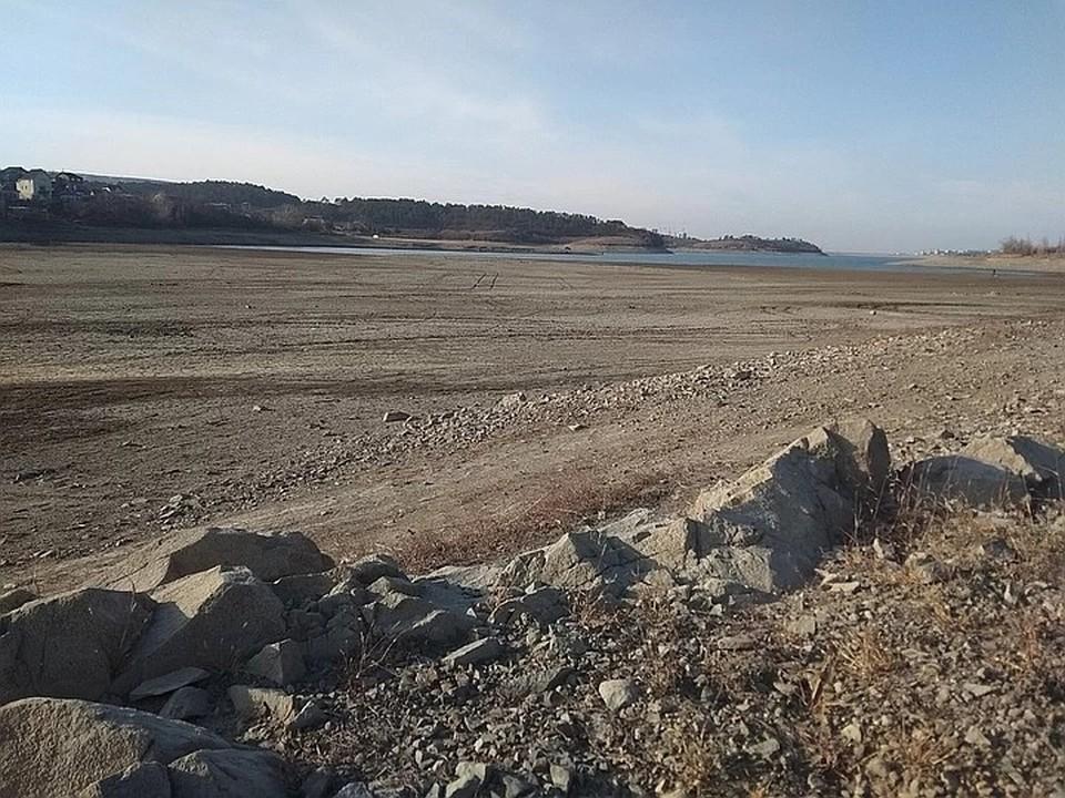 Обмелевшее Симферопольское водохранилище